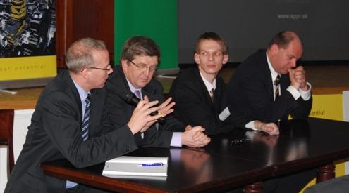 Hlavní rečníci odborného seminára PRINCE2 SLOVAKIA 2009 (10.3.2009, Penati club, Bratislava) - zľava: Trevor Smith, Veľká Británia, Claude Beffort, Luxemburg, Štefan Ondek, Slovensko, Xavier de Roeck, Belgicko